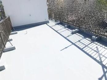 コンクリートの屋根から雨漏りがする。。。